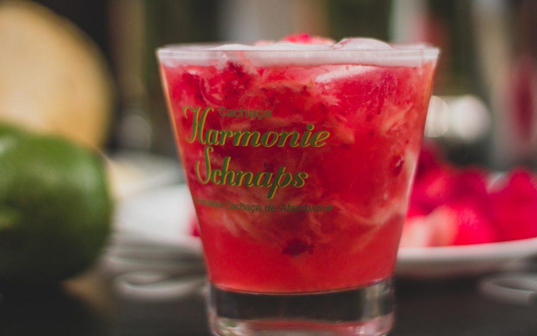 Coquetel à base de cachaça artesanal: receitas tropicais para você aproveitar o verão